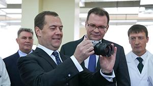 «Швабе» представил Дмитрию Медведеву производство новой камеры Зенит