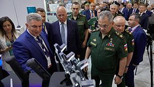 Сергею Шойгу представили авиасистемы наблюдения «Швабе»