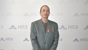 Сергей Меняйло вручил производственнику «Швабе» знак отличия «За наставничество»