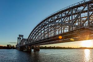 Разработка Ростеха предупредит о деформации мостов и высотных зданий