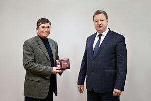 Сотруднику «Швабе» вручили медаль Министра радиопромышленности СССР
